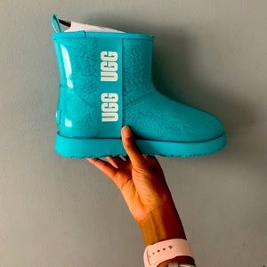 Size 8 never worn ugg boots with recipe